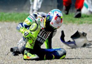 Rossi-caduta-Mugello-2010-500x374