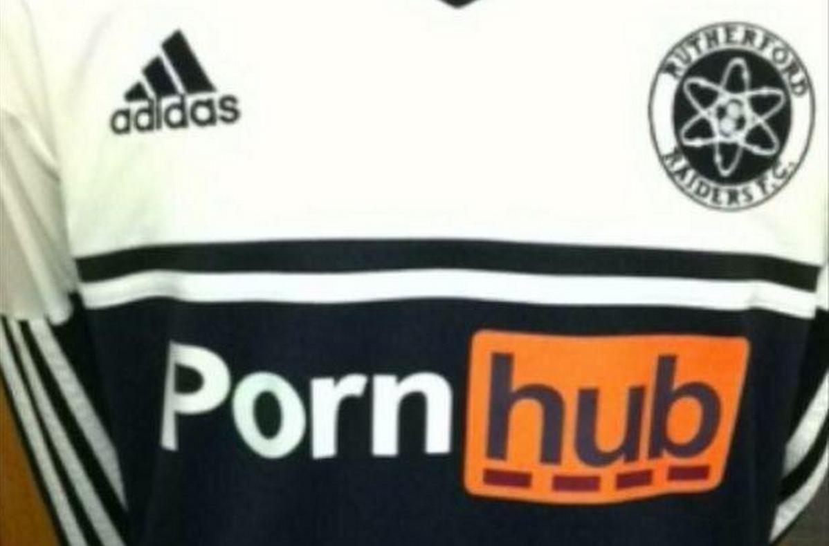 pornhub sponsor sulle maglie dei Rutherford Raiders nel Kent